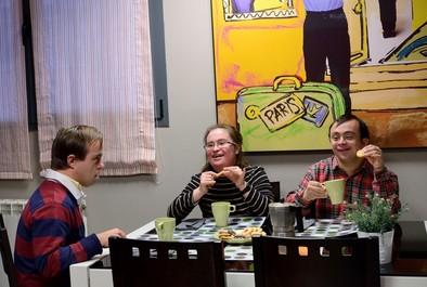 Compartiendo un café en el apartamento del Centro.