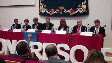 Mesa inaugural. Pdte de AESE,asesora del R.Patronato,Alcalde de Burgos,Rector,Consejera de Familia,Pdte del Cermi estatal y Luis Mayoral